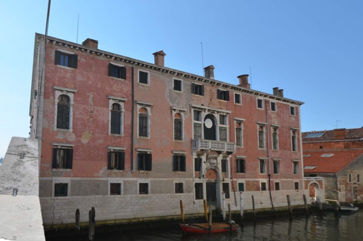 front side of Palazzo Donà dalle Rose