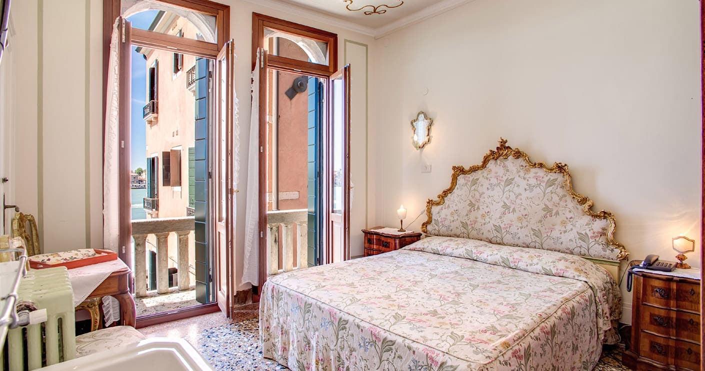 interior of a room at Pensione Seguso