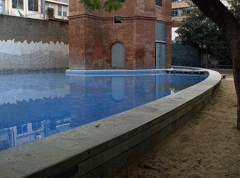 swimming fountain at Jardines de la Torre de les Aigües