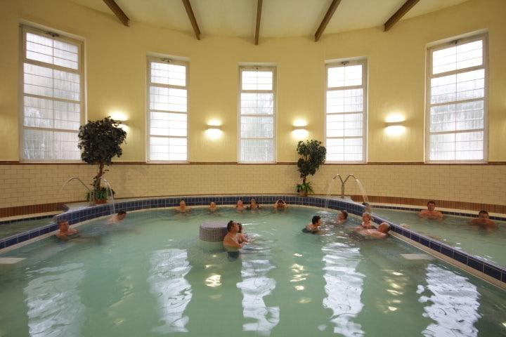 people at Dandar Bath