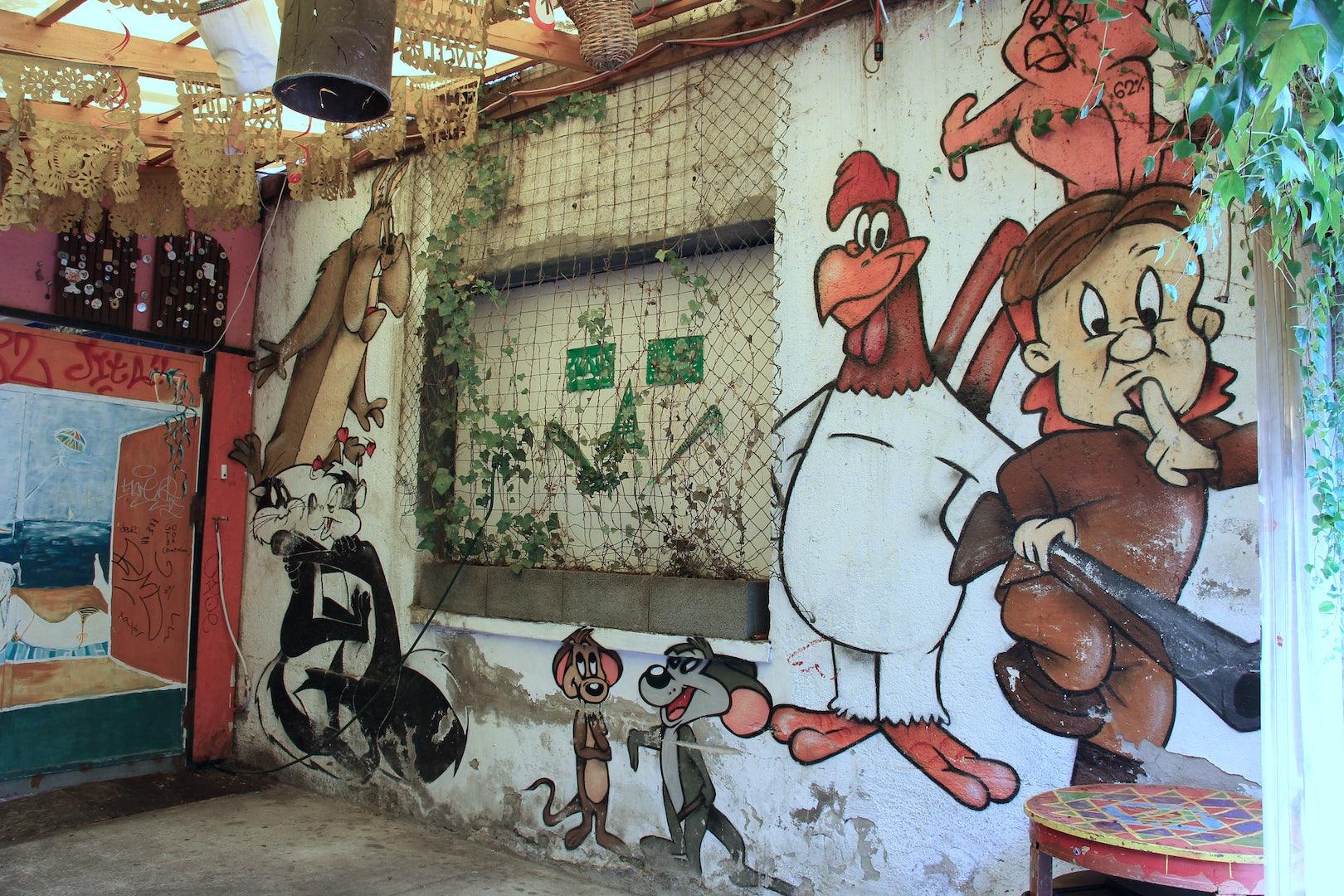 wall art at Ellato Kert