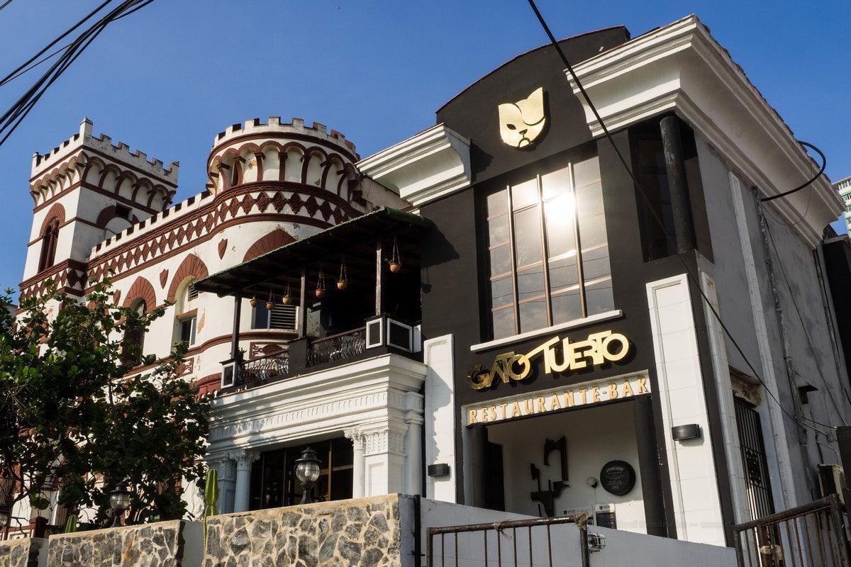 exterior of el Gato Tuerto bar