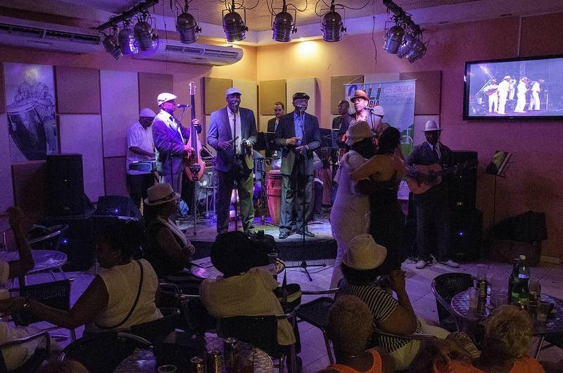 band playing at El Jelengue de Areíto