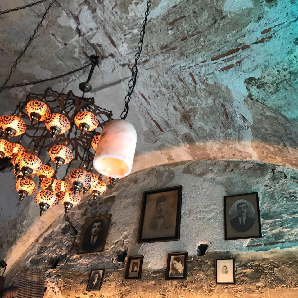 chandelier and old ceiling winebar Halet-I