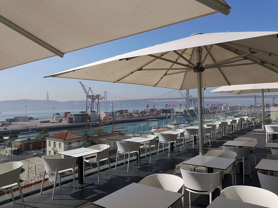 rooftop bar Le Chat in Lisbon
