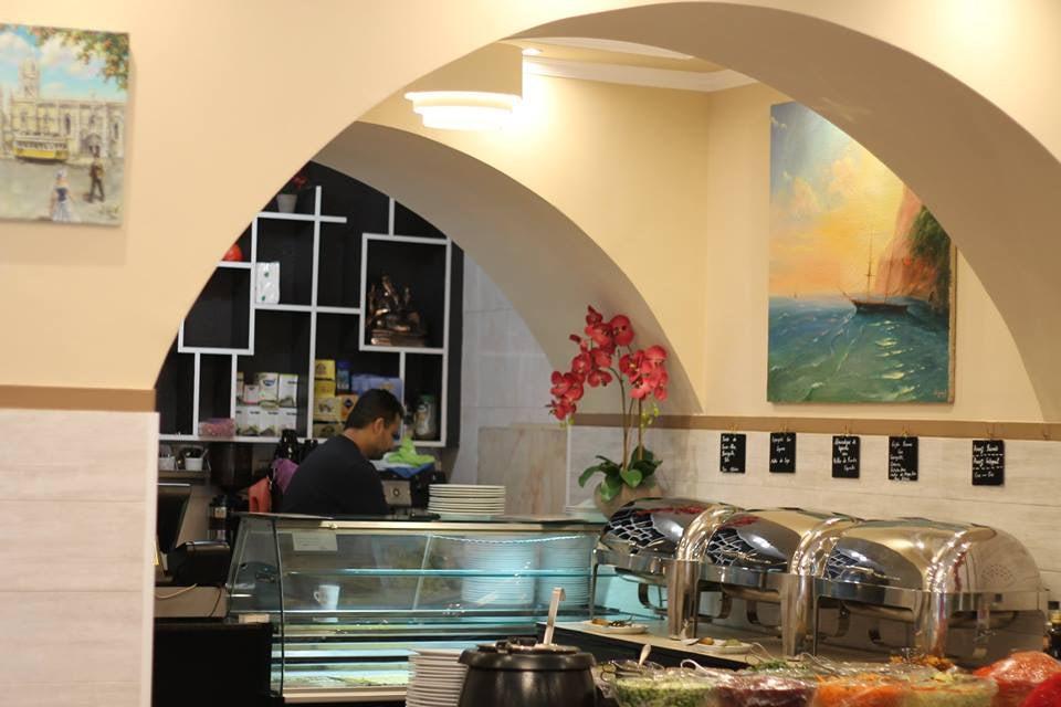 interior of Jardim das Cerejas lunch bar