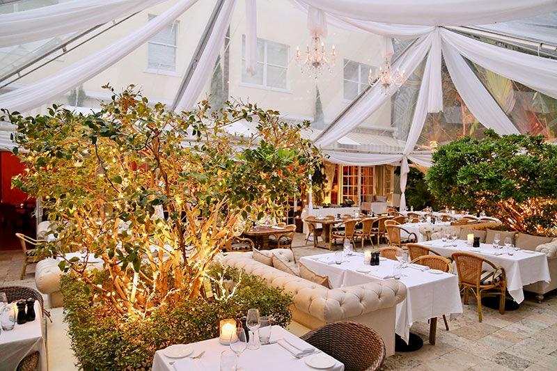 outdoor lounging area at Villa Azur Miami