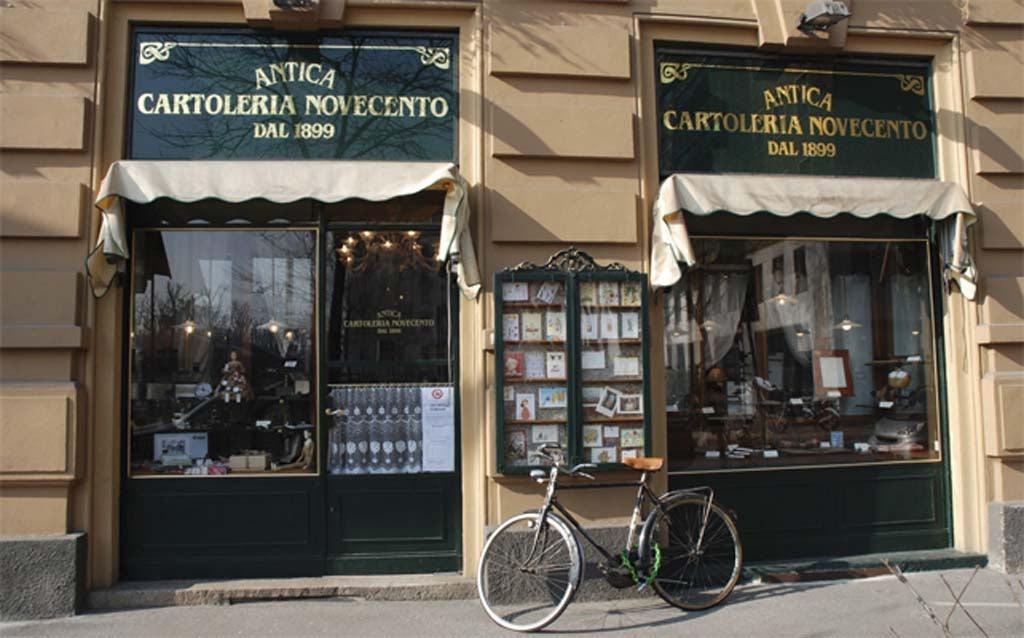 window of Antica Cartoleria Novecento dal 1899