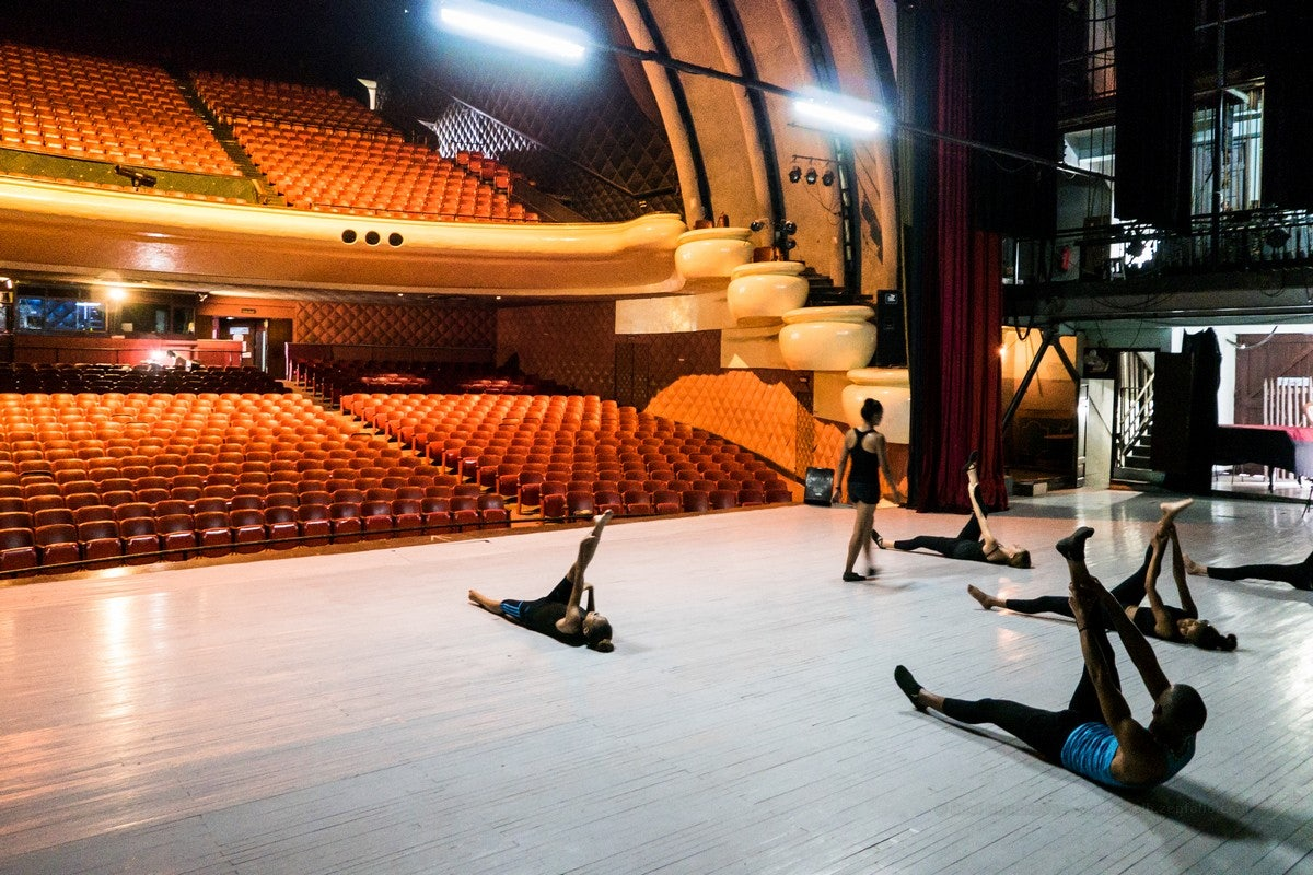 dancers warming up at the Teatro América