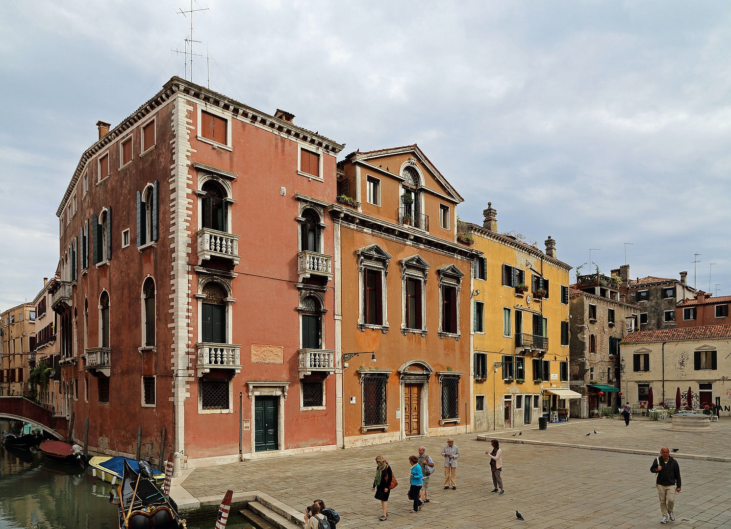 the Campo dei Frari and building in Venice