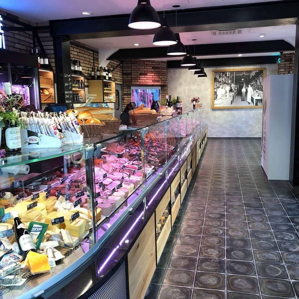 Food display at butcher store Pražské řeznictví