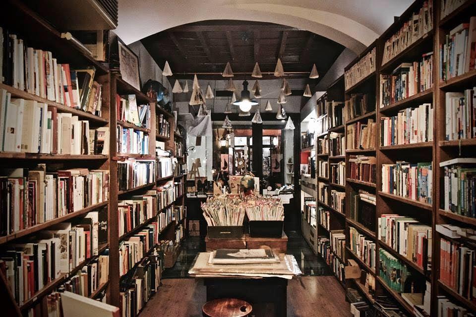 interior of Libreria del Viaggiatore in Rome