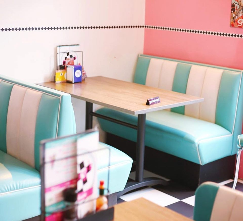 interior of Gracy's hamburger diner in American vintage style