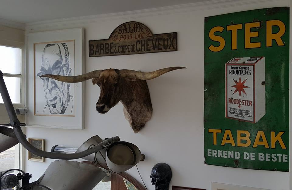 wall decoration at the Rotterdam Barbers