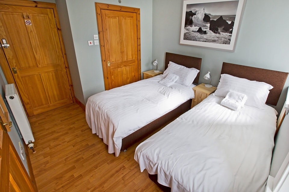room with wooden floors at the Cleikum Mill Lodge
