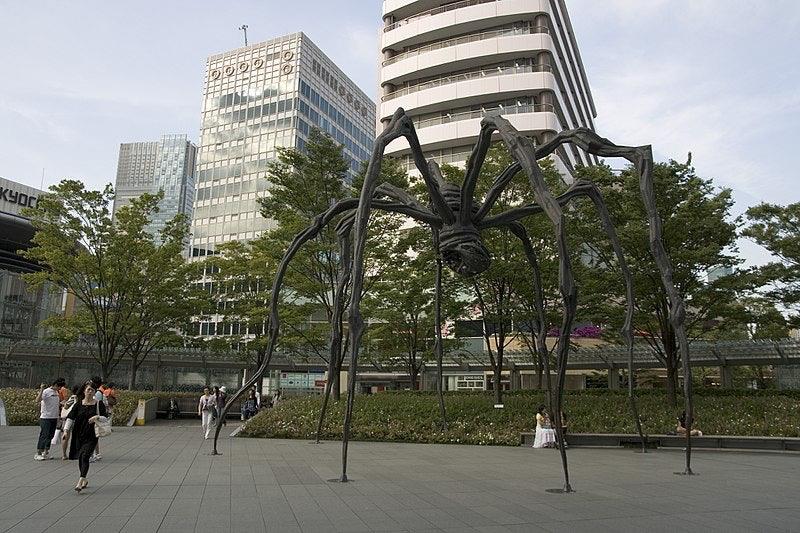 sculpture of a spider in Roppongi Hills Tokyo