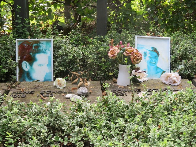 two graves of a couple at Friedhof am Perlacher Forst in Munich