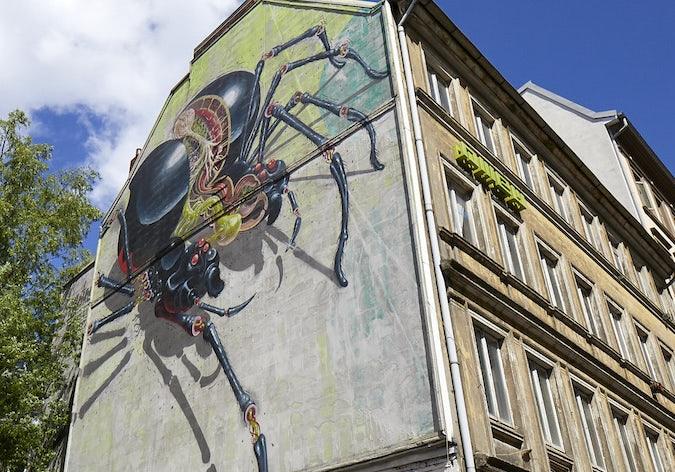 street mural Schwarze Witwe in Hamburg