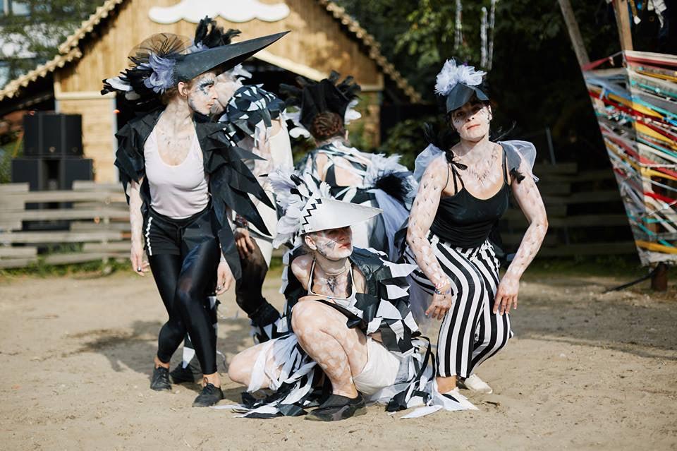 artists dressed up as birds at Vogelball festival Hamburg