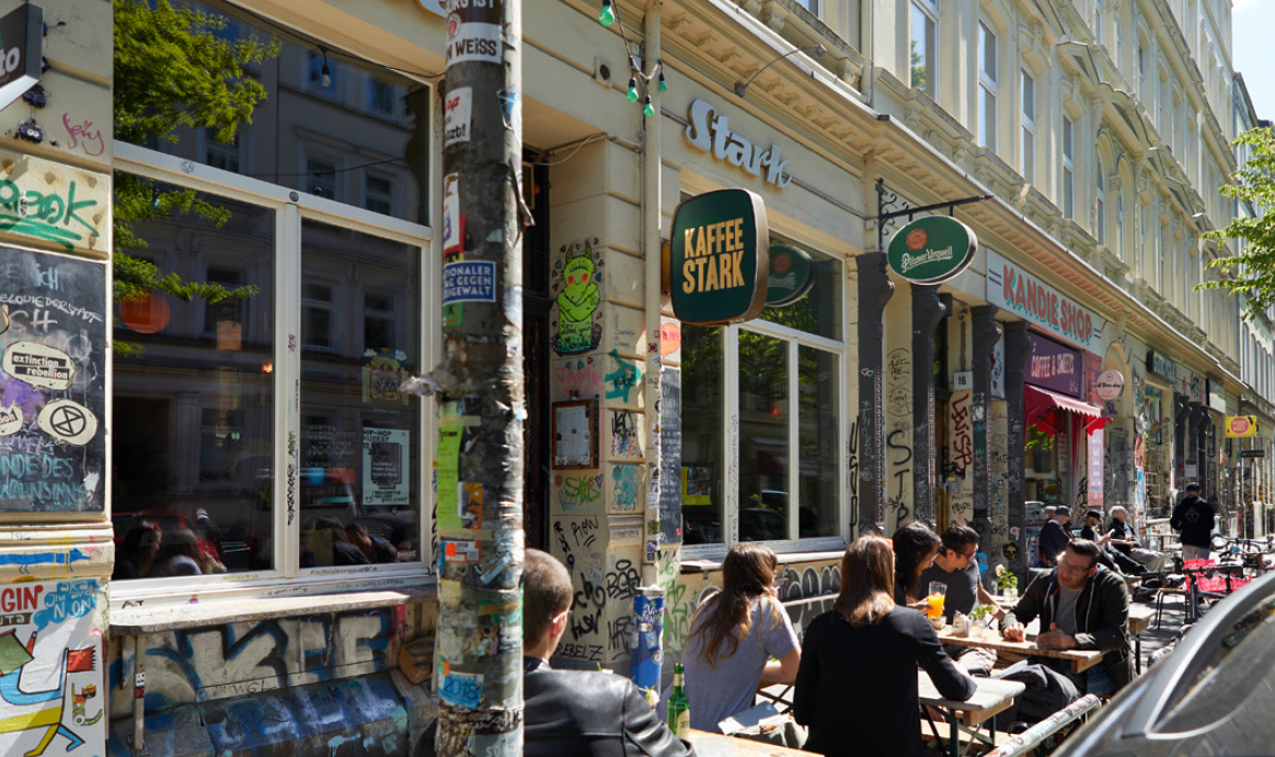 people having breakfast outside Kaffee Stark Hamburg