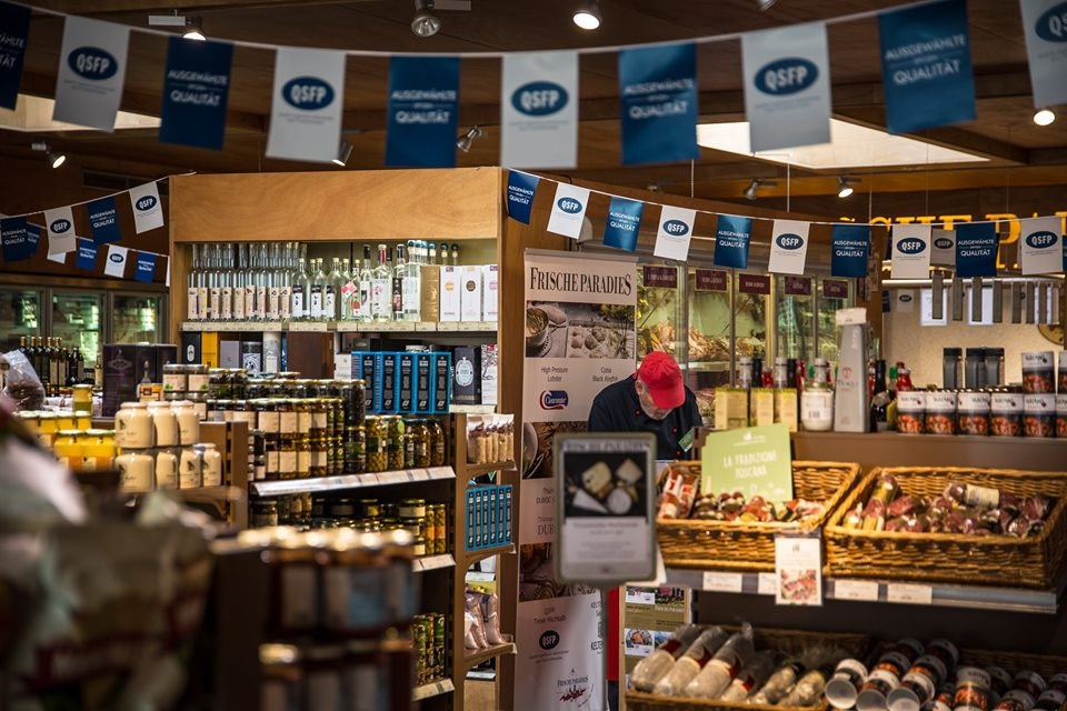 store interior and gourmet products displayed at FrischeParadies Hamburg