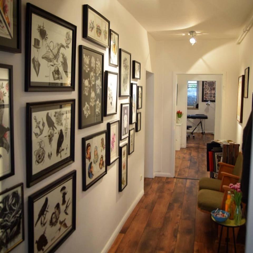 interior of Immer und Ewig tattoo studio