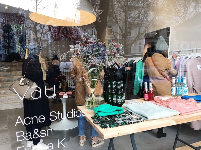 women shopping at Vau store Hamburg