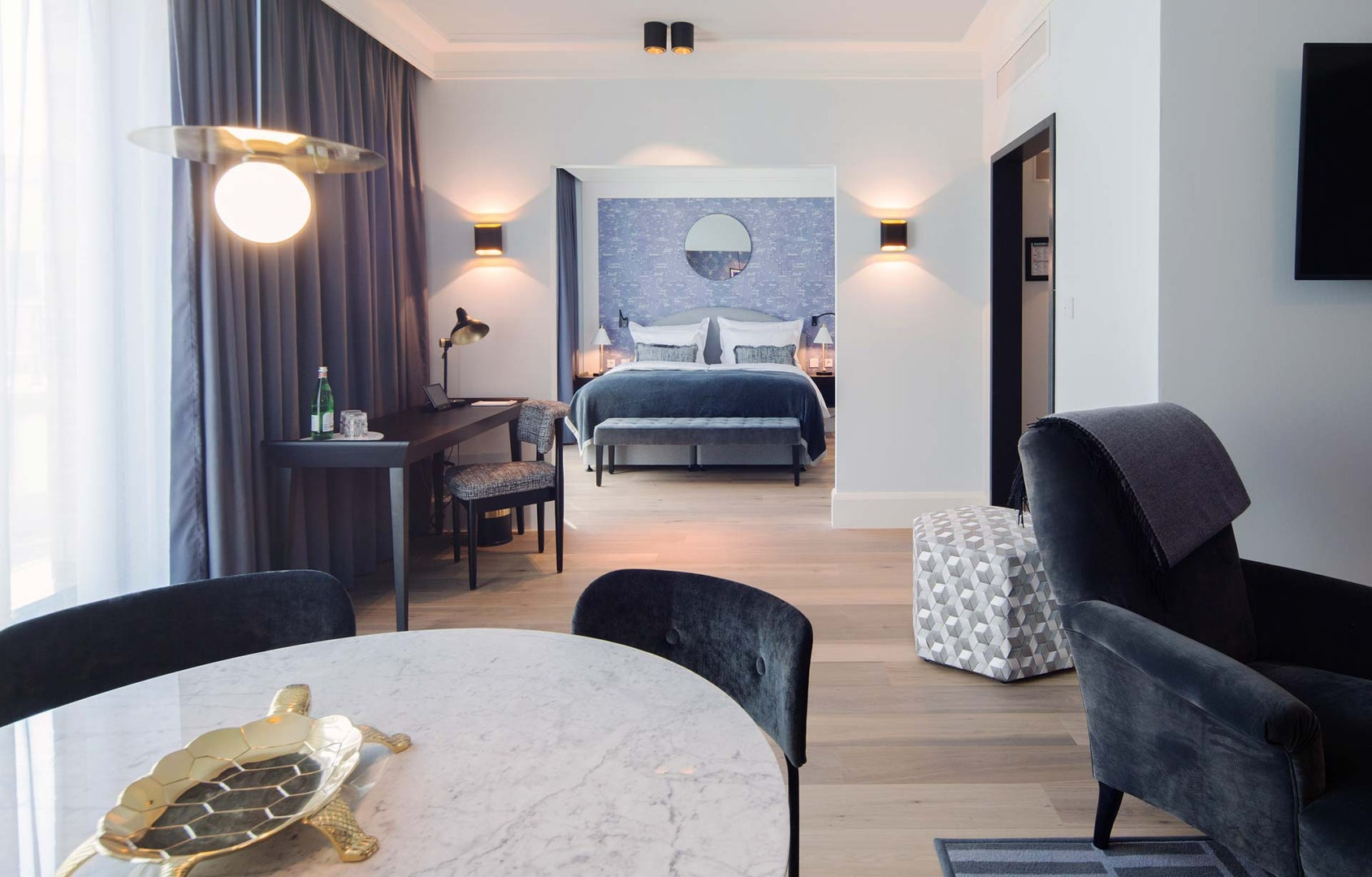 a suite room at the Tortue Hamburg