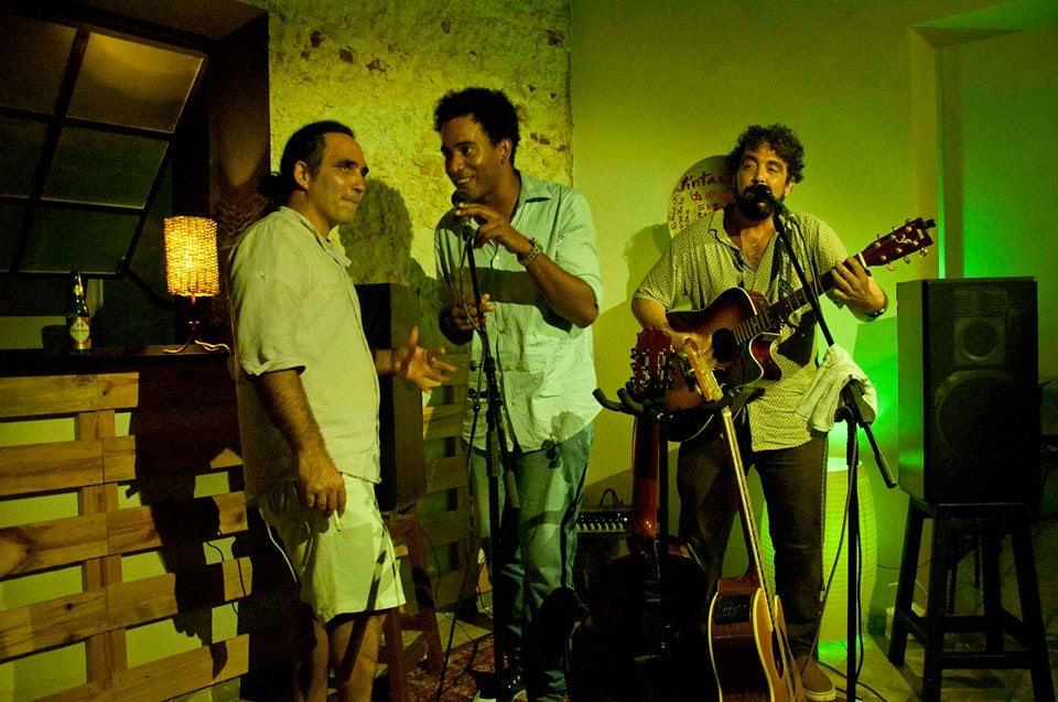 music band playing at Casa de la Bombilla Verde in Havana