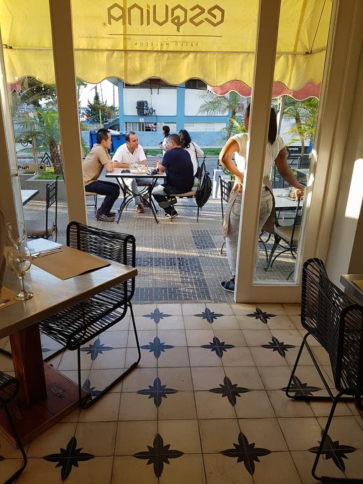 interior of Café d' la Esquina