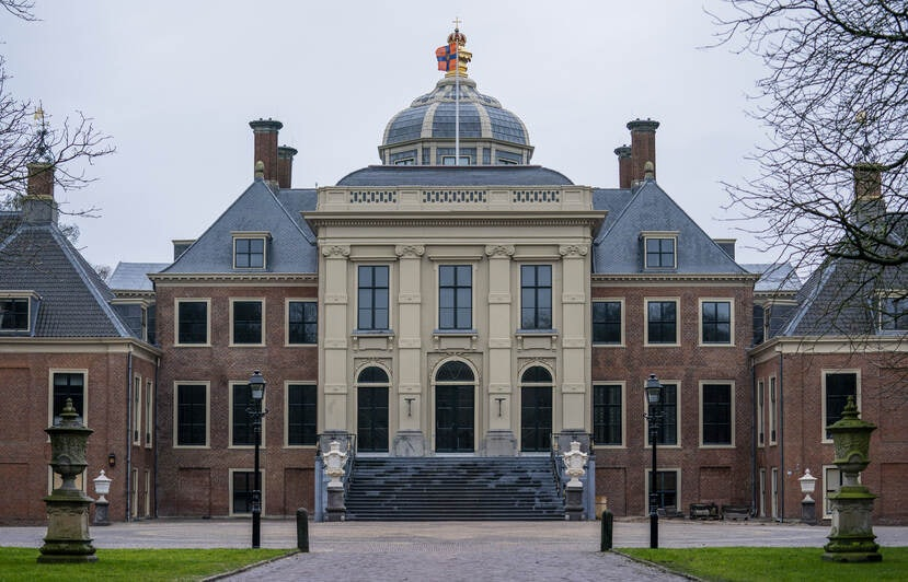 front view of the Huis Ten Bosch Palace