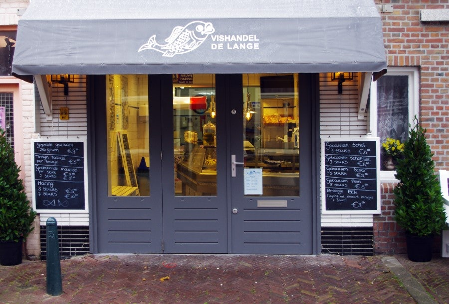 street front of De Lange fish shop in The Hague