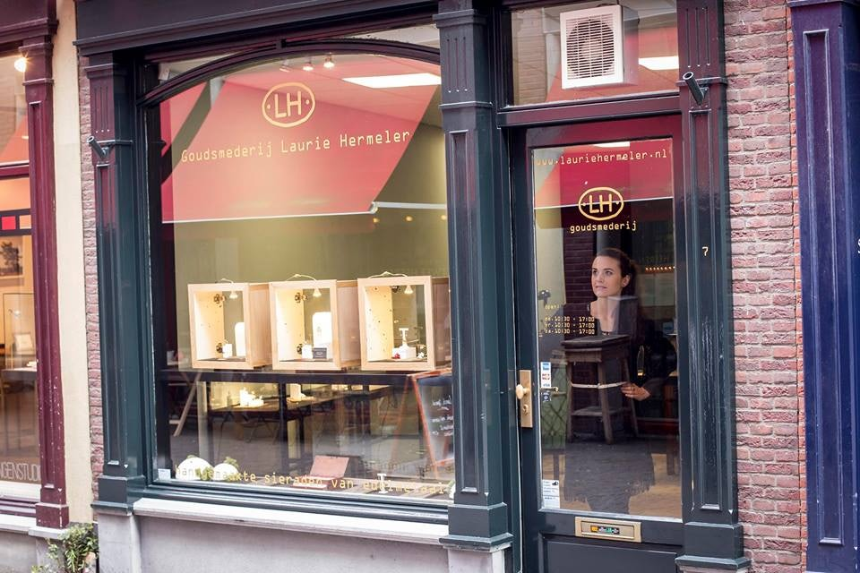 window of Laurie Hermeler jewellery in The Hague