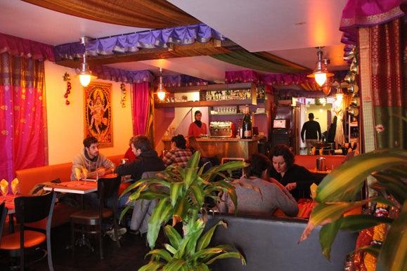 Paris - Krishna Bhavan restaurant interior