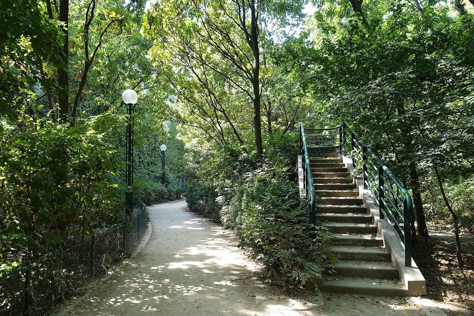 Paris - Coulée Verte promenade stairs and path between trees