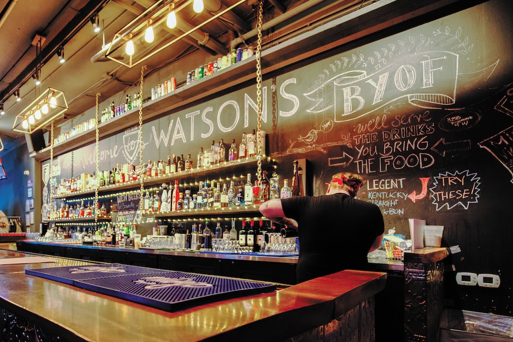 traditional interior of Watson's bar in Toronto