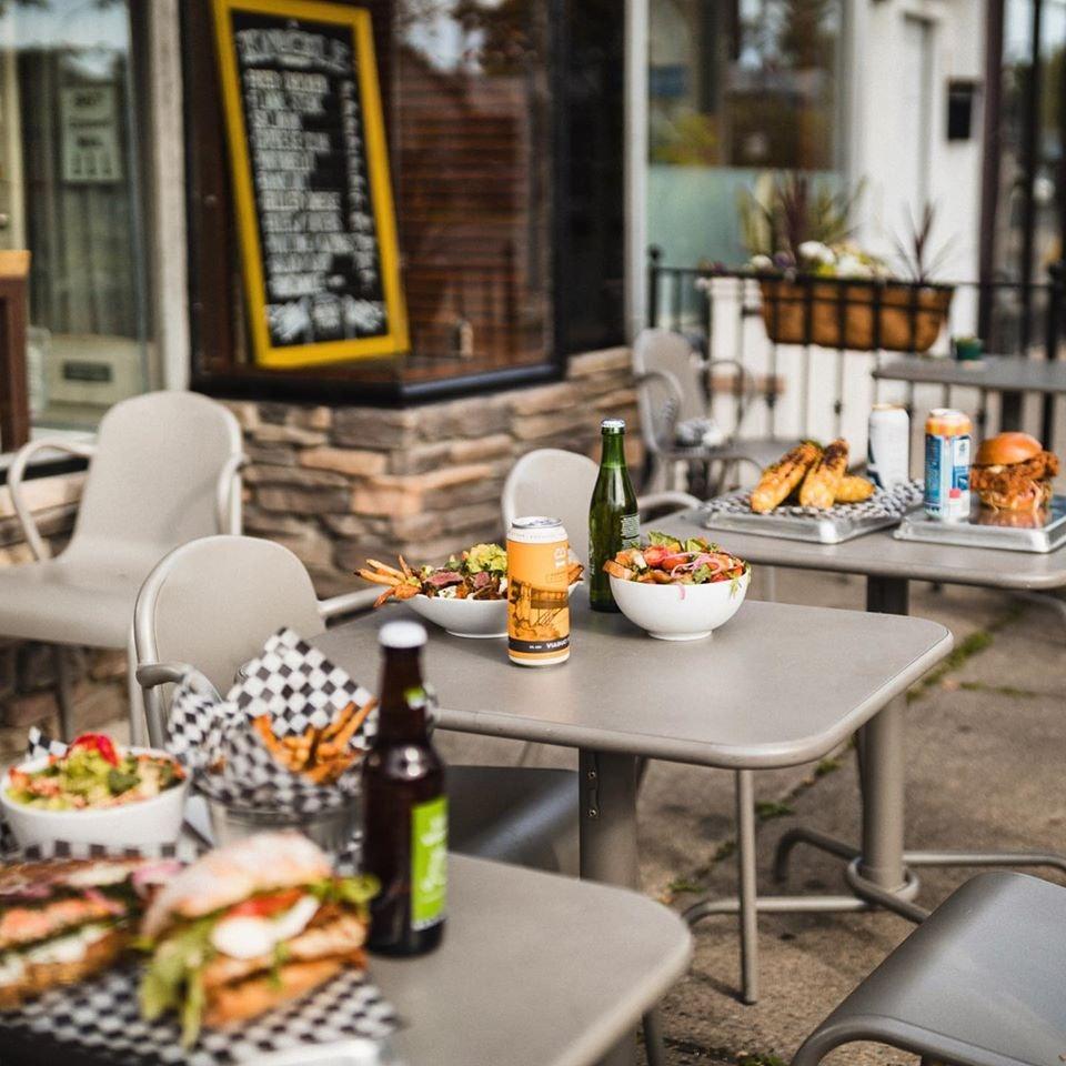 patio of Knuckle Sandwich