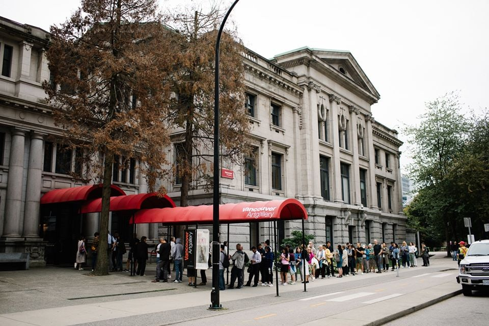 people queueing at the Vancouver Art Gallery