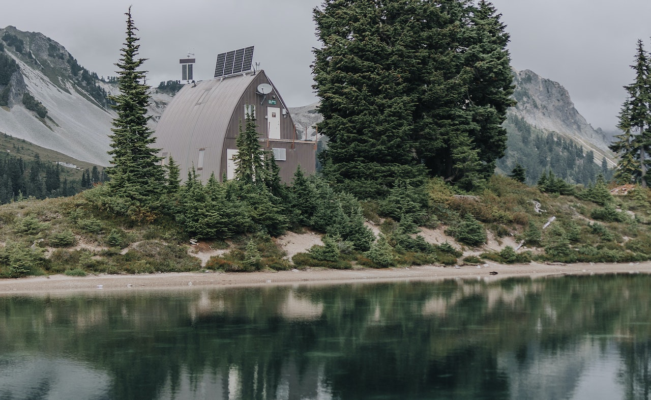 a house by Elfin Lakes nearby Vancouver
