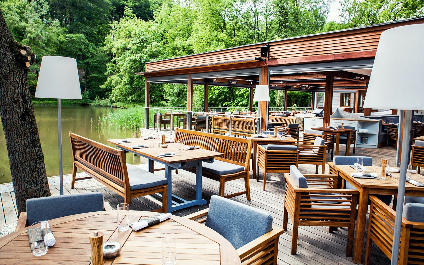 outside area by the water at Klee am Hanslteich