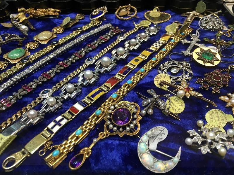 Antique jewellery from Grays Antique