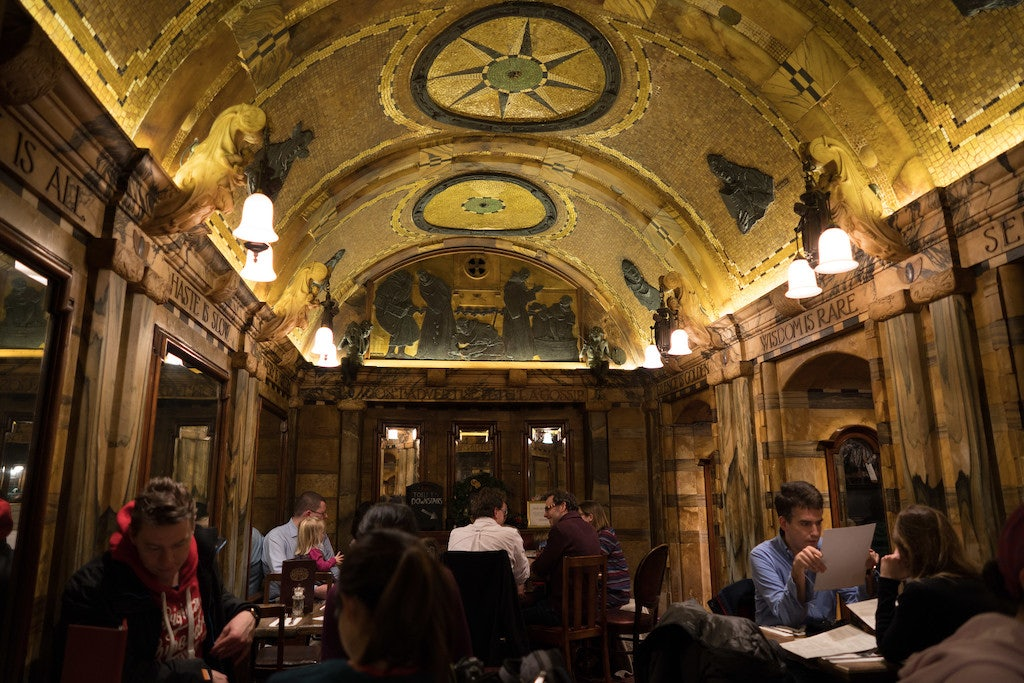interior of the blackfriar pub in London