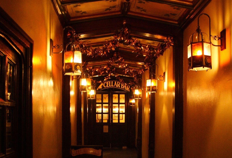 interior of Cittie of Yorke pub