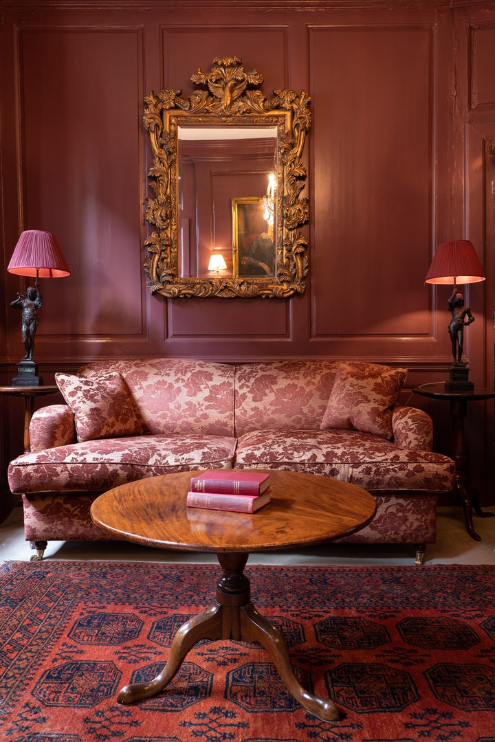 old-fashion interior and decor at Hazlitt's hotel London