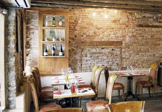 restaurant interior of Luna Sentada in Venice