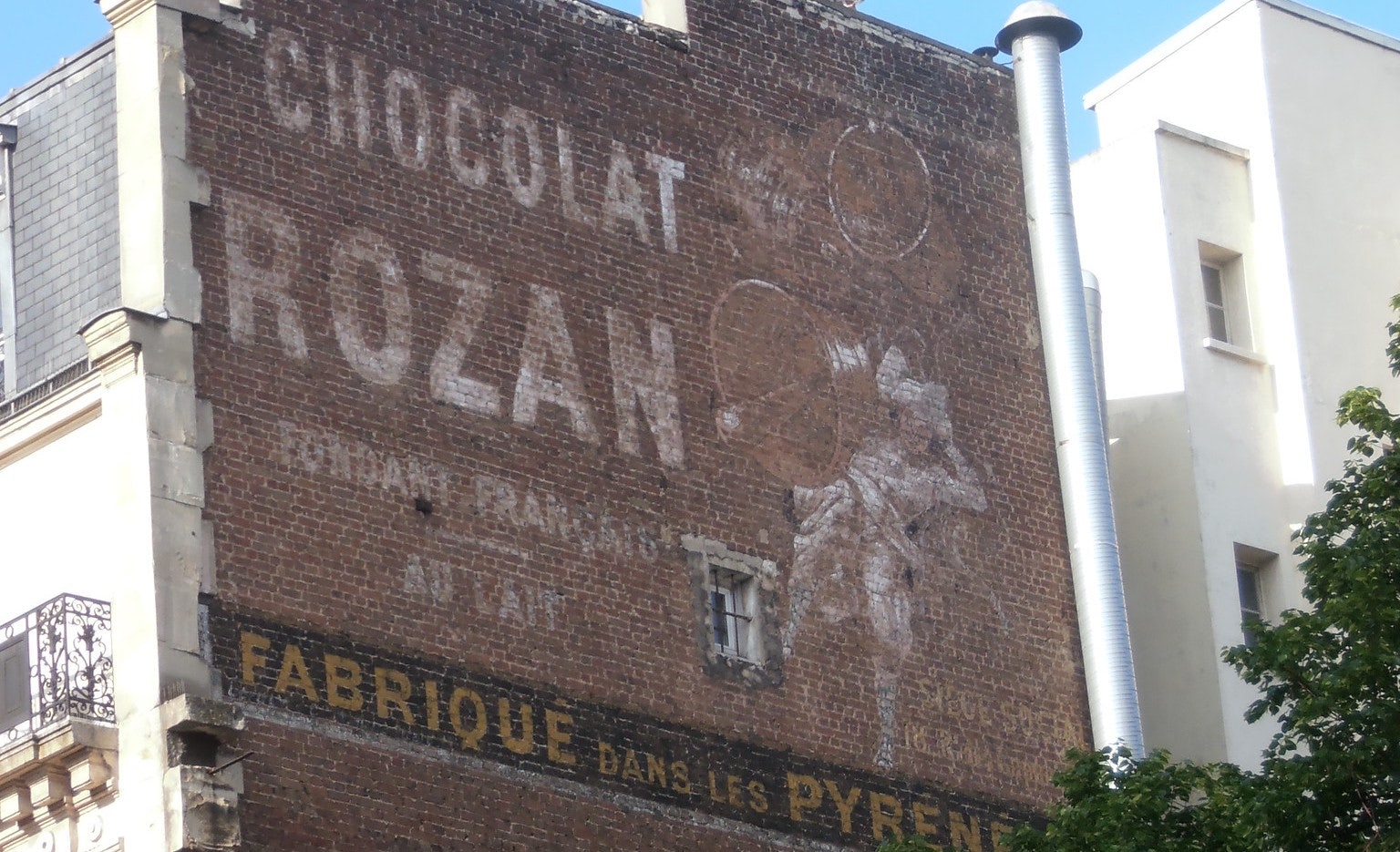 old Chocolat Rozan Publicity in rue Marx-Dormoy