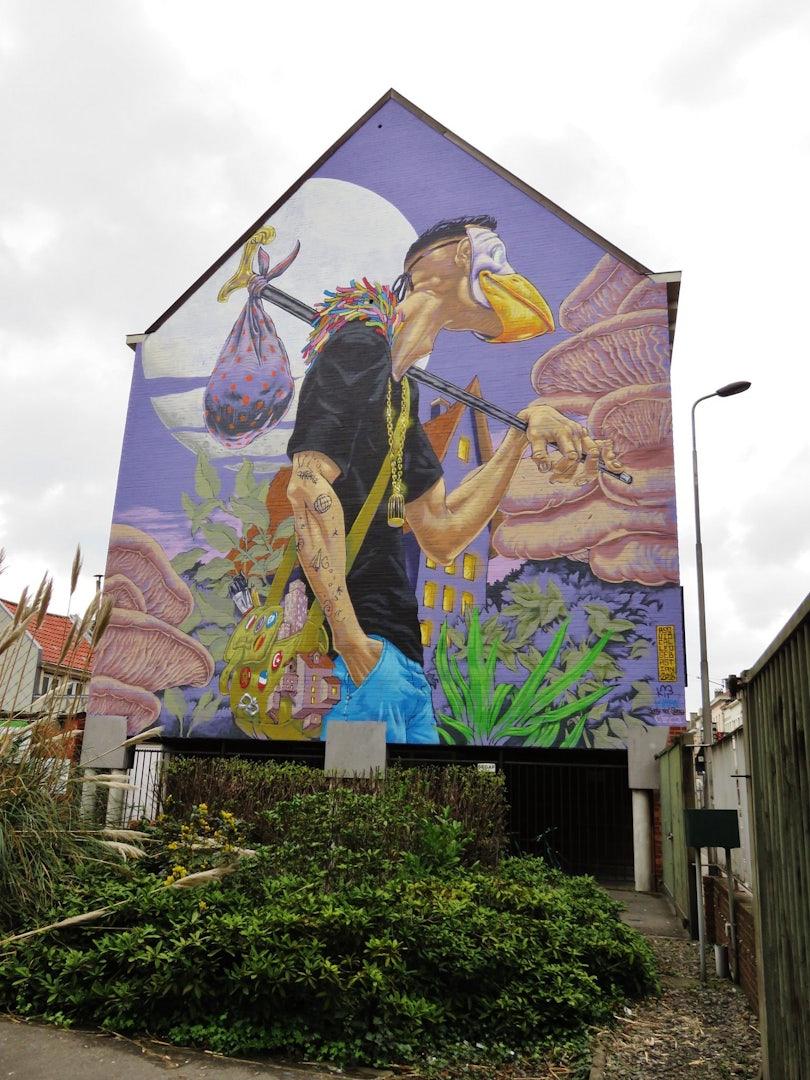 Ghent - mural A Squid called Sebastian: the traveler