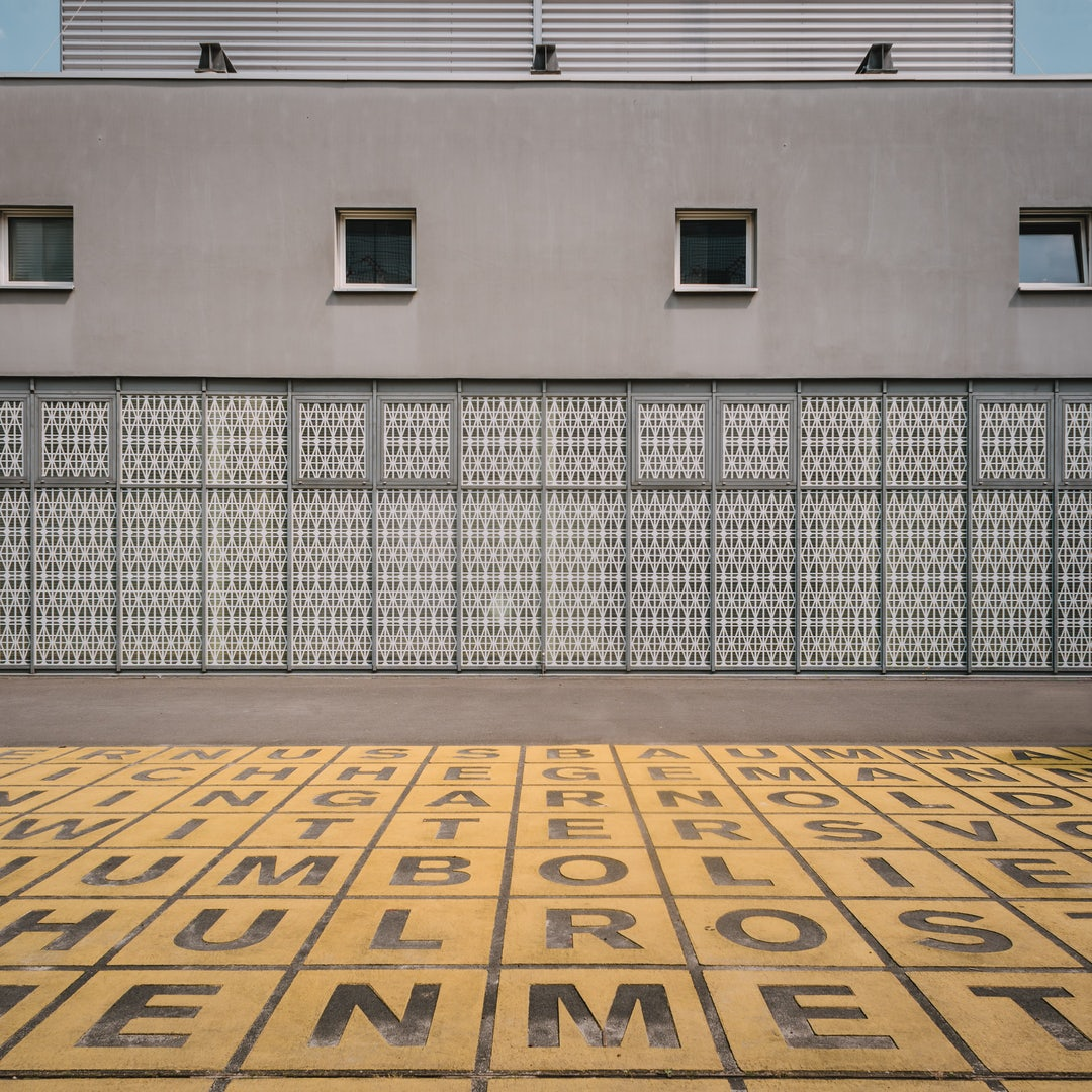 exterior of the Berlinischer Galerie with yellow tiles and letters in front of the building