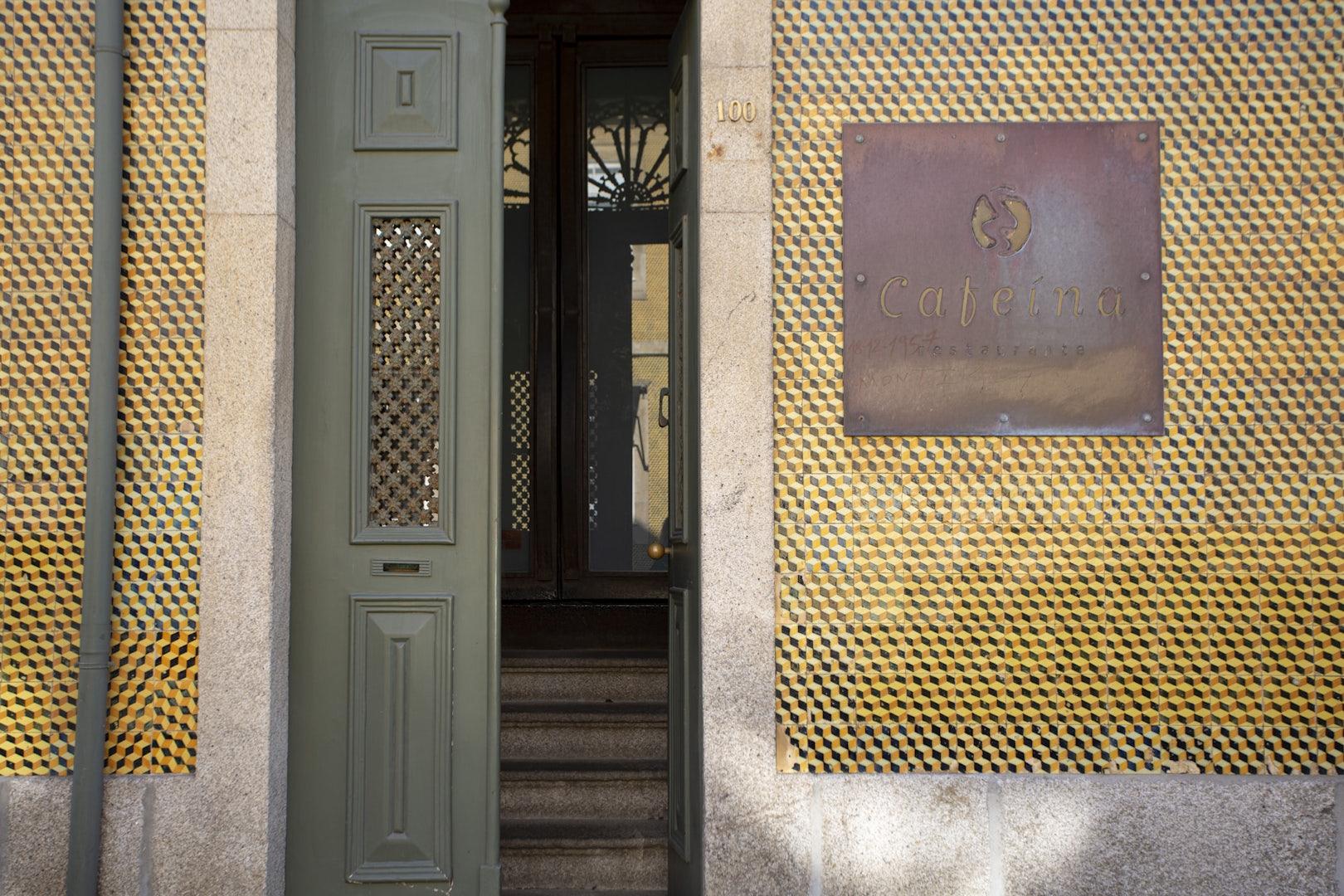 entrance to Cafeina restaurant in Porto