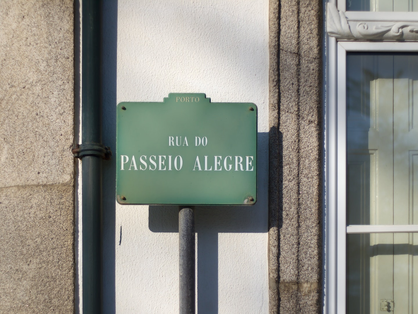 A streetname plaque with Passeig Alegre written on it
